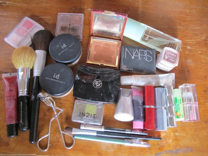 makeup kit_contents